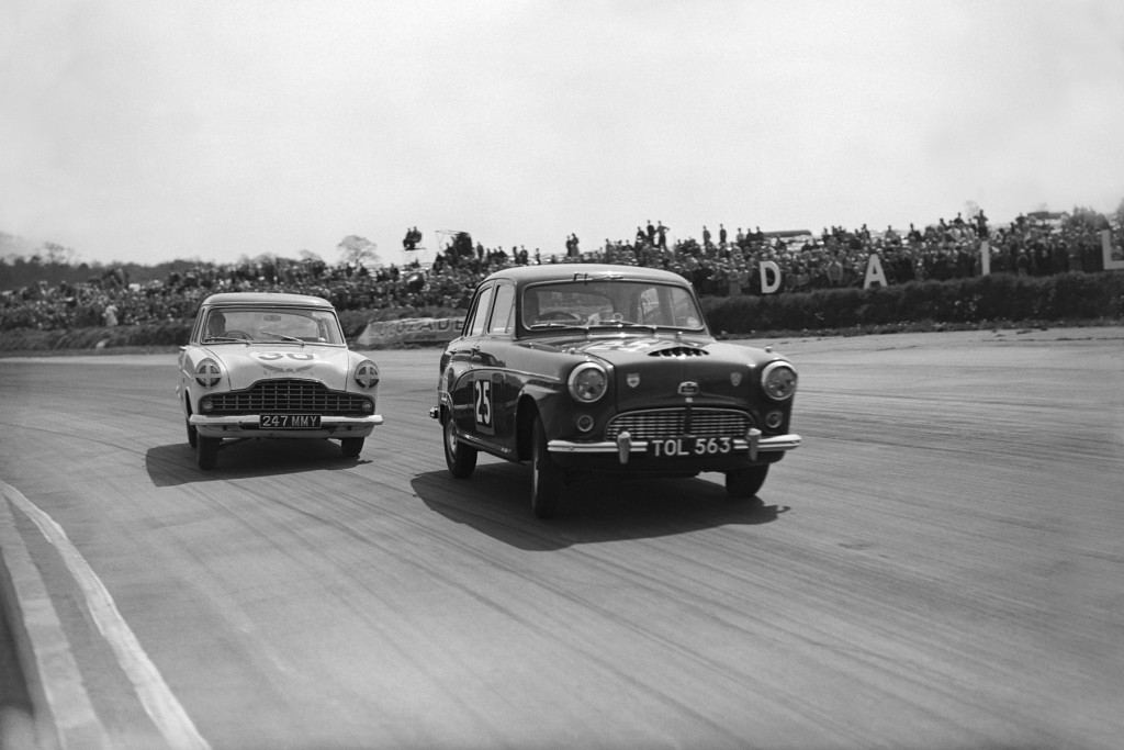 Silverstone, England. 3rd May 1958. Jack Sears (Austin Westminster), action. World Copyright: LAT Photographic. Ref: Autocar Glass Plate C51510.