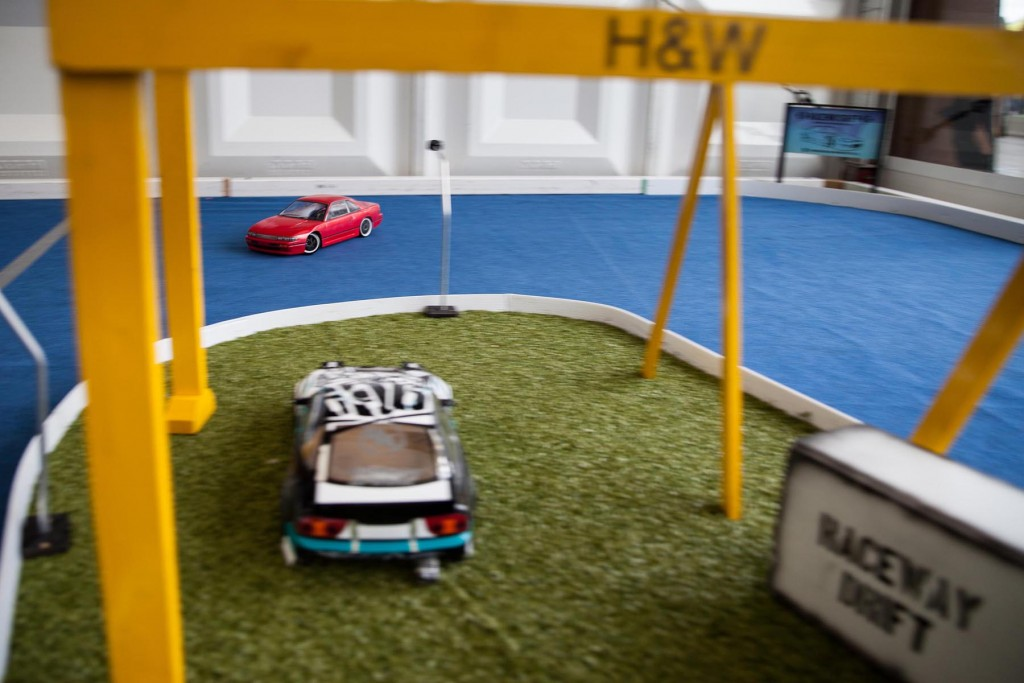 The driver of this red car wasn't afraid of some sideways antics under Samson and Goliath...