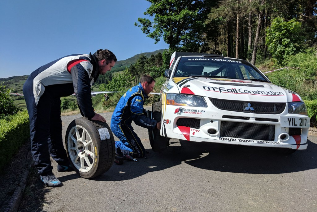Brian McFall / matthew McKenna change a puncture during the event