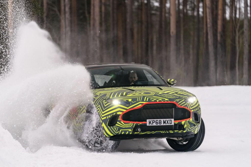 Aston Martin DBX (1)