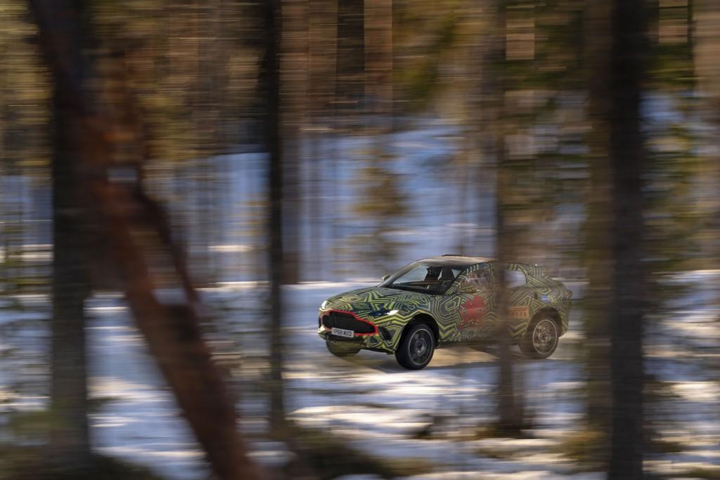 Aston Martin DBX (9)